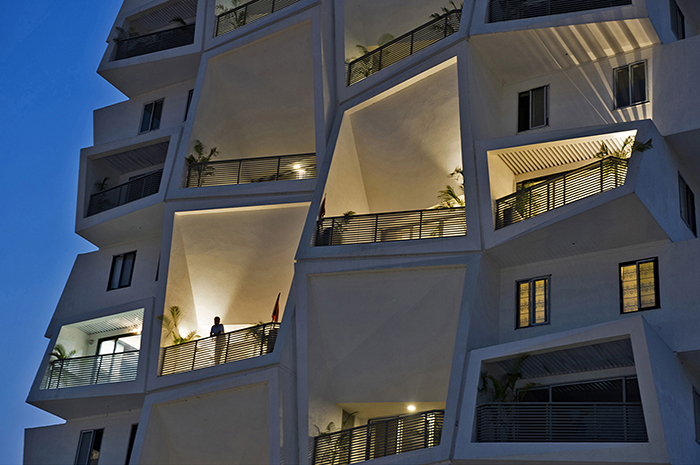 Apartment With Large Angled Balconies / Sanjay Puri Achitects · Post Title
